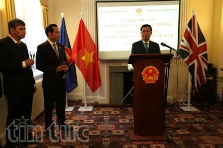 Vietnam, UK beef up defence ties hinh anh 1