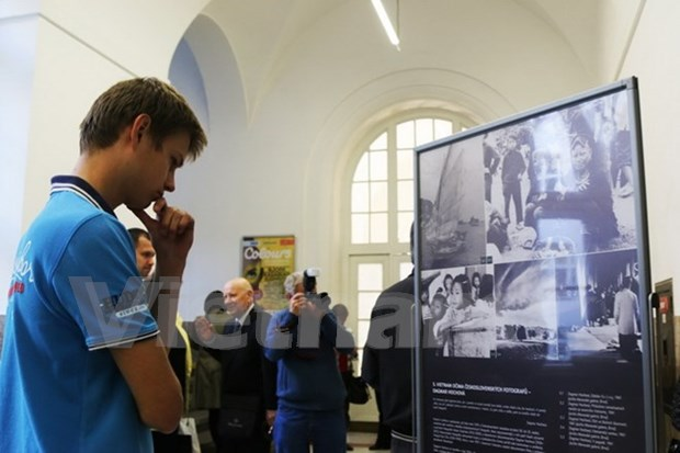 Exhibition brings Vietnam closer to Czech Republic hinh anh 1