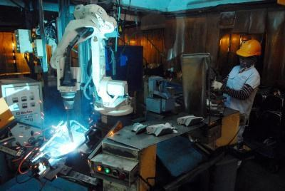 Industrial production sees growth trend hinh anh 1
