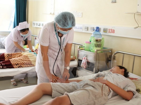 """Training course organised for health workers in """"dengue hot spots"""" hinh anh 1"""