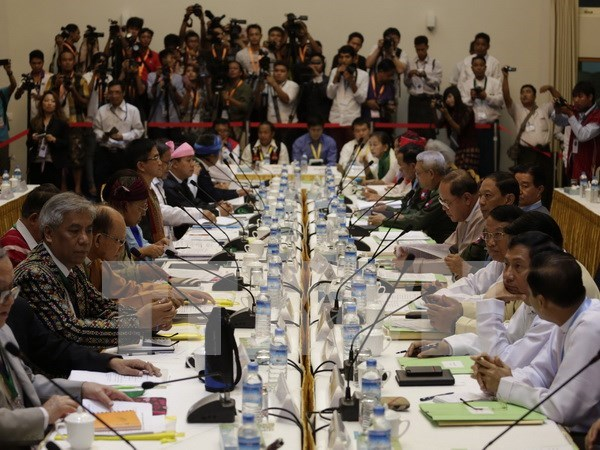 Myanmar President pledges to maintain peace process with armed groups hinh anh 1