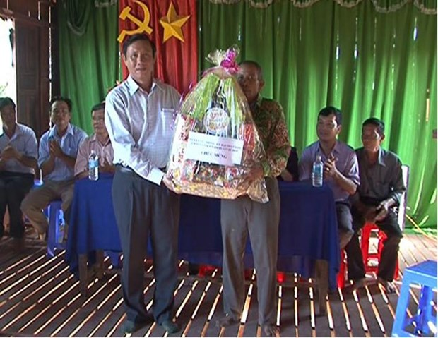 Gifts to Khmer residents in Soc Trang ahead of Sene Dolta festival hinh anh 1