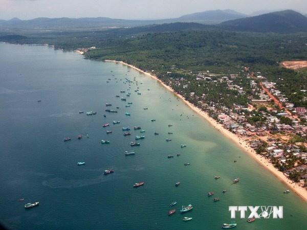 Phu Quoc aims to become hi-end tourism destination hinh anh 1