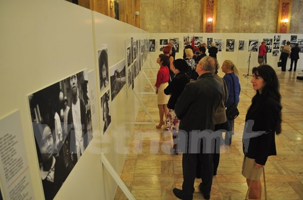 Photo exhibition on Vietnam during wartime held in Slovakia hinh anh 1