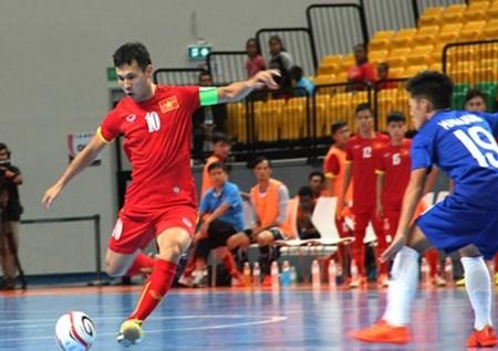 Vietnam ease into futsal semi-finals hinh anh 1