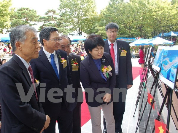 Exhibition on China's illegal land reclamation opens in the RoK hinh anh 1