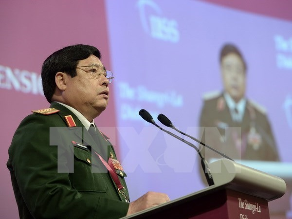 High-ranking military delegation leaves for Beijing events hinh anh 1