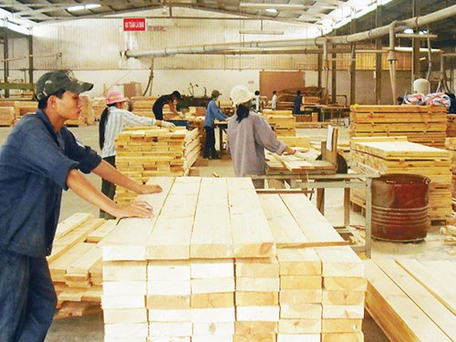 Order decline challenges Binh Dinh's wood exporters hinh anh 1