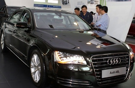 Overseas Vietnamese receive car tax break hinh anh 1