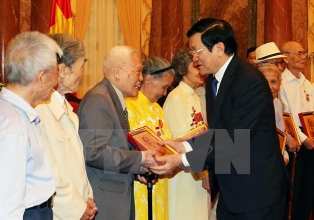 State leader hosts former revolutionary prisoners hinh anh 1