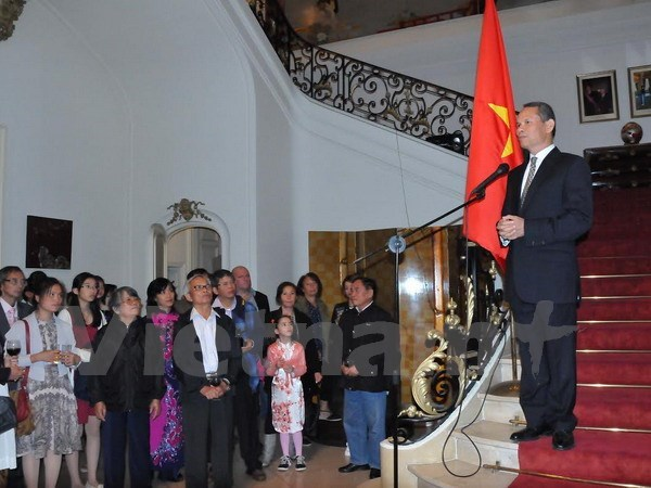 Celebrations of August Revolution, National Day held overseas hinh anh 1