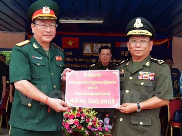 Vietnam's defence ministry assists Cambodia's officer training hinh anh 1