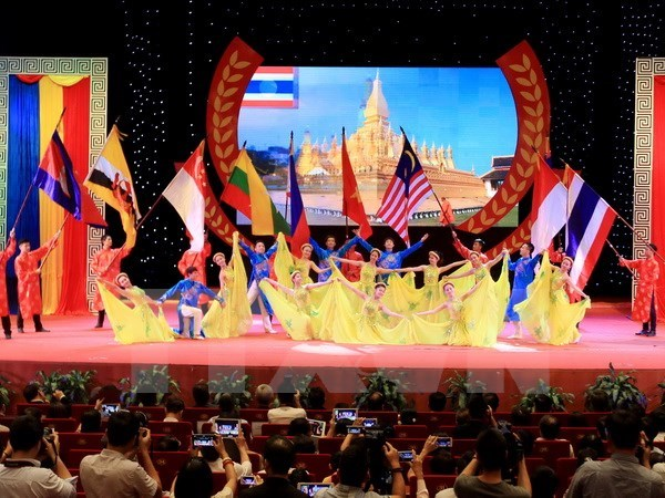 Friendship union helps boost Vietnam's ties with other countries hinh anh 1
