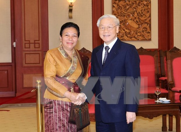 Party General Secretary welcomes Lao Party officials hinh anh 1