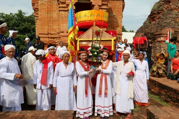 Binh Thuan: Cham people's Kate festival in full swing hinh anh 1