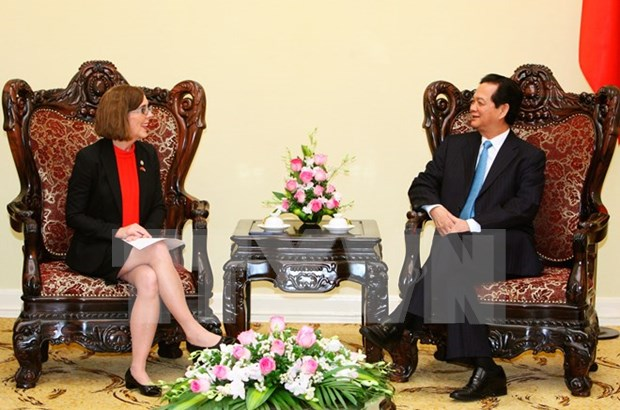 Prime Minister greets US Oregon State Governor hinh anh 1