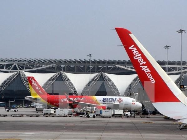 """VietJet Air offers """"golden"""" deals hinh anh 1"""