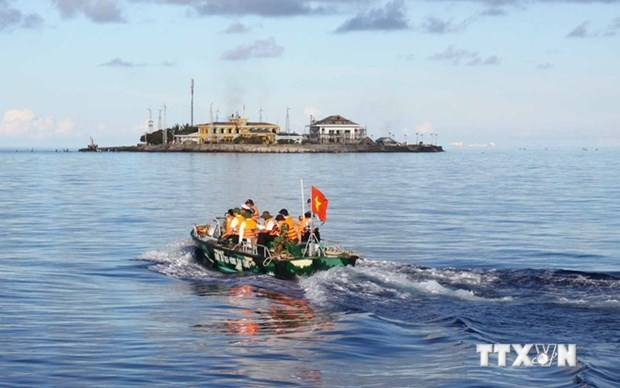 Vietnam respects navigation, aviation freedom in East Sea hinh anh 1