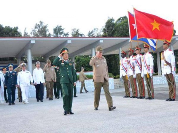 Vietnamese, Cuban armed forces tighten cooperation hinh anh 1
