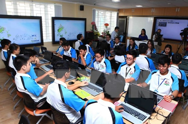 IT-based class piloted at Hanoi's high school hinh anh 1