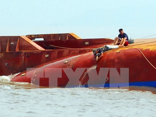 Two bodies in shipwreck near HCM City found hinh anh 1