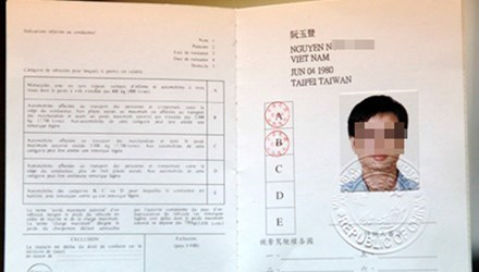Vietnam begins issuing international driving licenses hinh anh 1