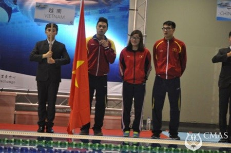 Vietnamese finswimmers finish third at champs hinh anh 1