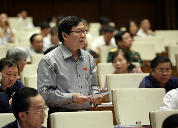 Industry Minister questioned on reforestation, hi-tech application hinh anh 1