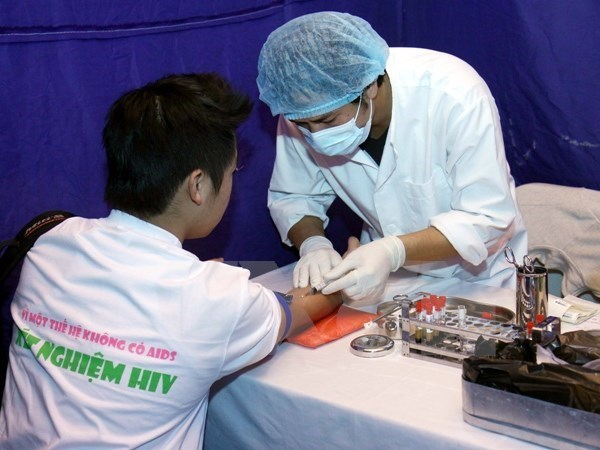 Vietnam secures more funds for HIV/AIDS prevention programme hinh anh 1