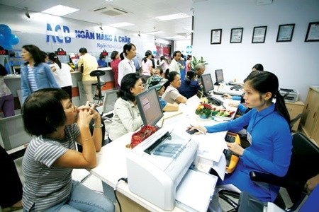 November loan rate slides to 9.3 percent hinh anh 1