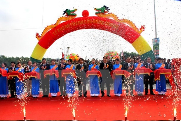 New bridge linking Hanoi-Phu Tho opens to traffic hinh anh 1