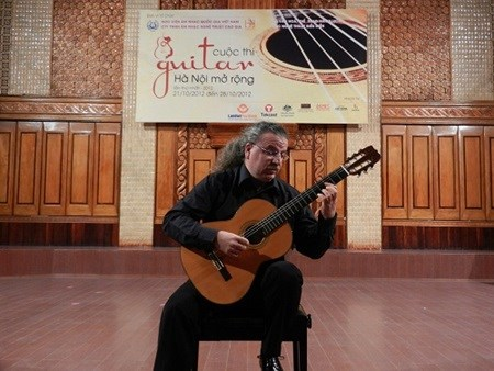 Italian guitarist to perform in Hanoi hinh anh 1