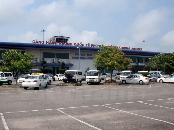 Airlines helped to open new routes to Hue hinh anh 1