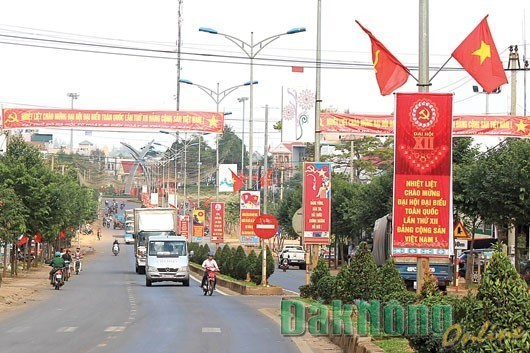 Dak Nong ethnic minority group inspired by Party Congress hinh anh 1