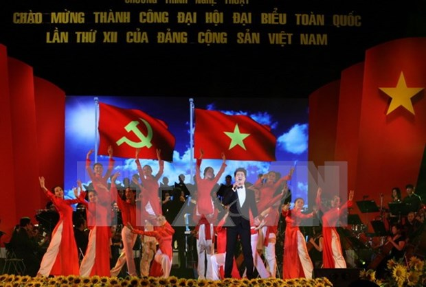 Localities hold events to celebrate National Party Congress's end hinh anh 1