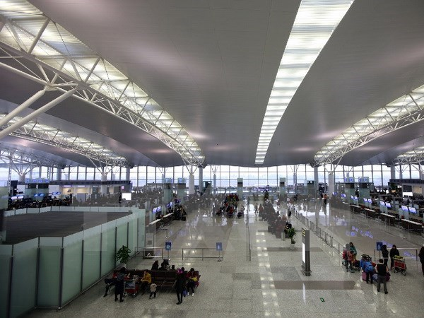 Over 53,000 people go through Noi Bai airport during four Tet days hinh anh 1
