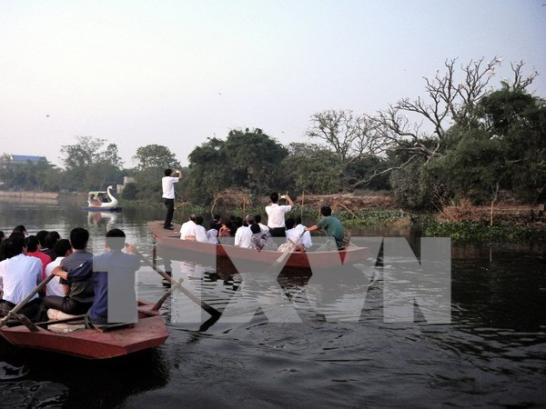 Crowds of tourists flock to Hai Duong during Tet hinh anh 1