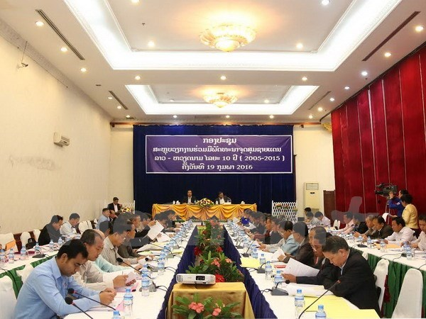 Laos review 10-year cooperation with Vietnam to develop border areas hinh anh 1