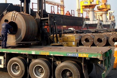 Local steel firms seek temporary import tax hinh anh 1