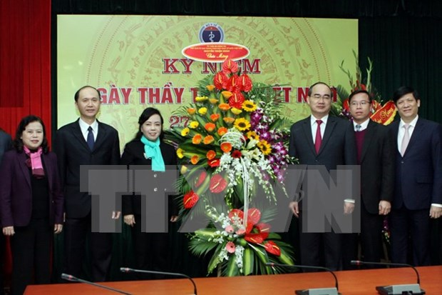 Health sector receives congratulations on doctor's day hinh anh 1