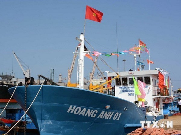 State Bank Governor pledges assistance to fishermen hinh anh 1