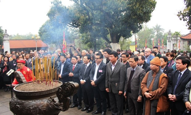 Foreign diplomats go on spring tour in Hanoi hinh anh 1