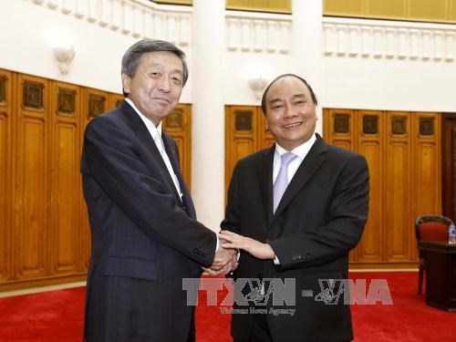 Japanese Economy, Trade and Industry Minister welcomed hinh anh 1