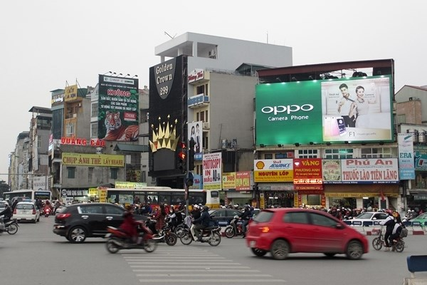 Hanoi tightens control of advertising displays hinh anh 1