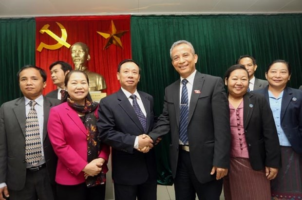 Vietnam, Laos trade union boost links hinh anh 1