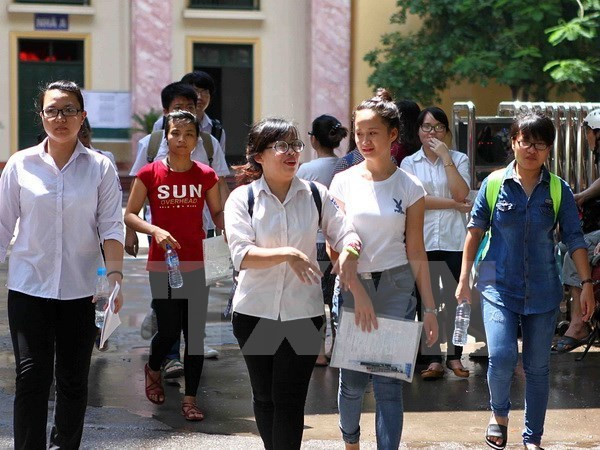 Russia announces 855 scholarships for Vietnamese students hinh anh 1