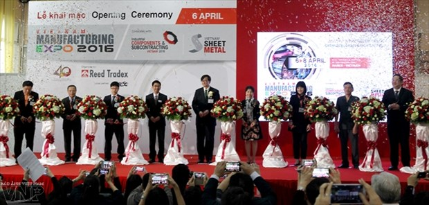 Co-located supporting industries expos open in Hanoi hinh anh 1