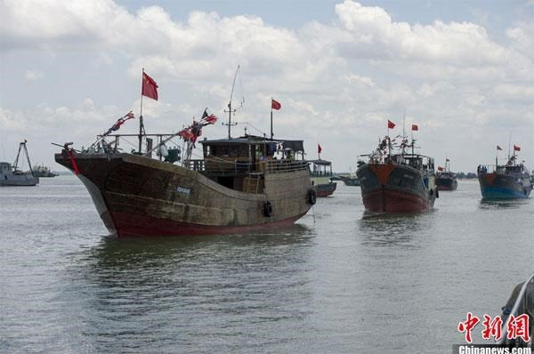 Quang Binh warns six Chinese boats trespassing Vietnam's waters hinh anh 1