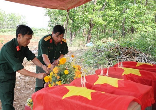 Quang Binh reburies Vietnamese martyrs' remains found in Laos hinh anh 1