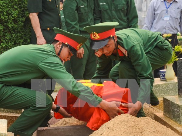 Thua Thien-Hue: remains of fallen soldiers in Laos reburied hinh anh 1